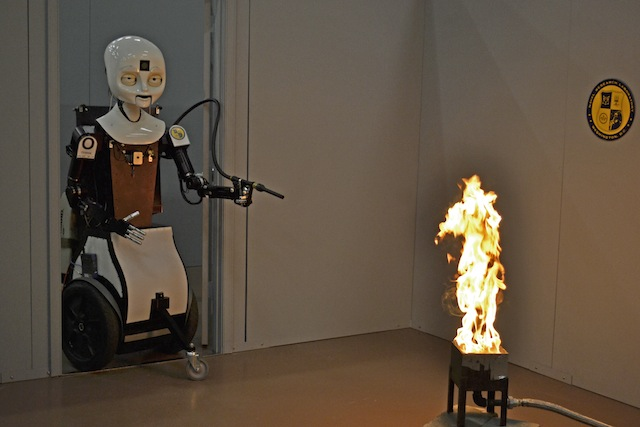 ربات آتش نشان octavia